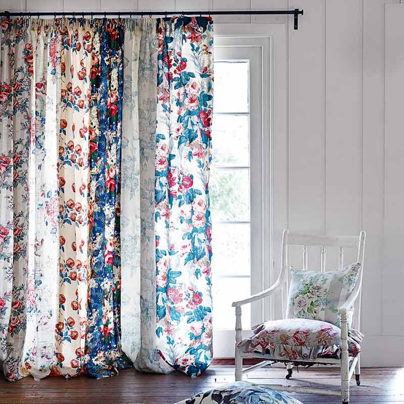 Rèm vải in hoa văn cửa sổ