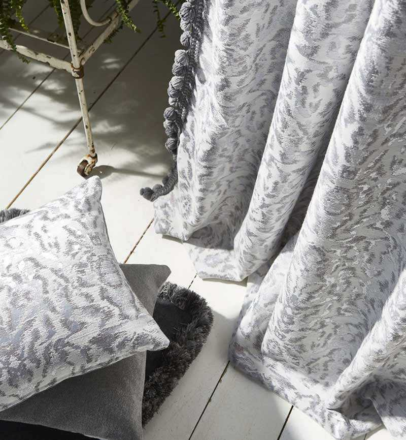 mẫu rèm màu xám dễ trang trí