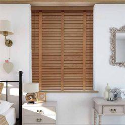 rèm gỗ cửa sổ phòng ngủ sang trọng