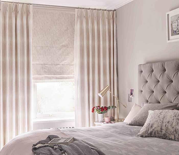Rèm chắn gió sử dụng rèm vải và rèm roman