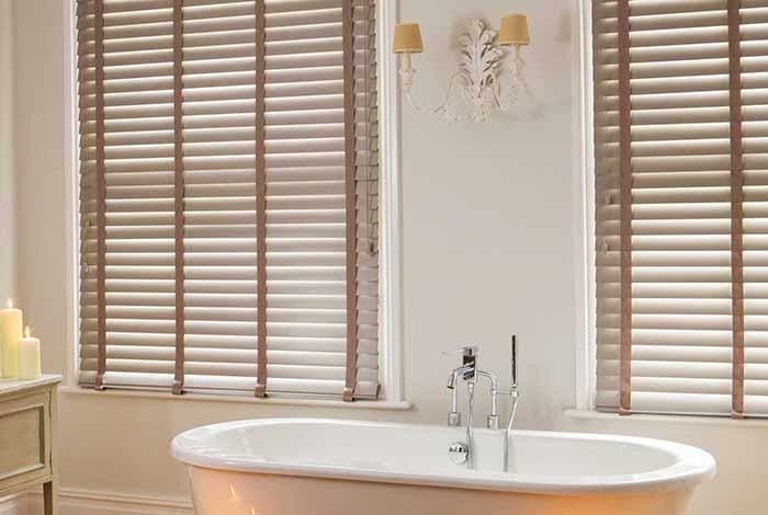 Rèm nhựa giả gỗ cho phòng tắm