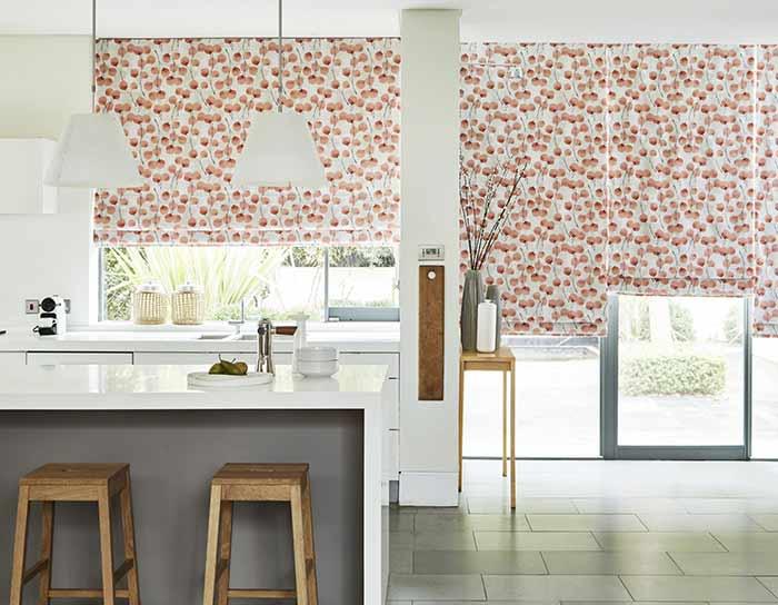 Tạo điểm nhấn bằng rèm nhà bếp